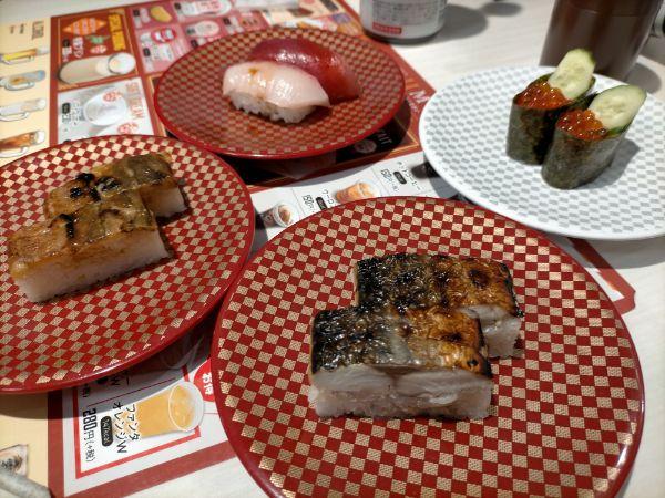 魚べい八尾光町店のお寿司4種類