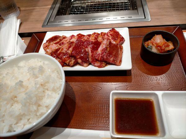 焼肉ダイリキ八尾店のカルビ定食