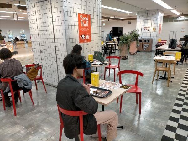 リノアス八尾店B1Fイートインスペース
